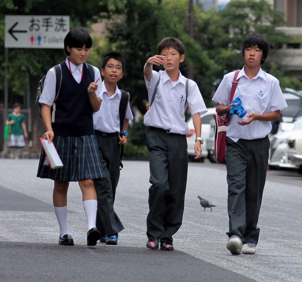 how to look kawaii in school uniform