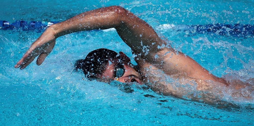 Nageur en action - Materiel de natation pour piscine ...