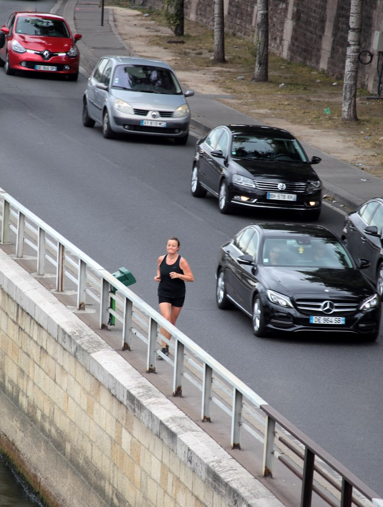 Femme lettone entre en course pour