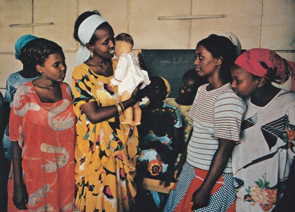 ​National Geographic October 1978 Djibouti Natinon women child care