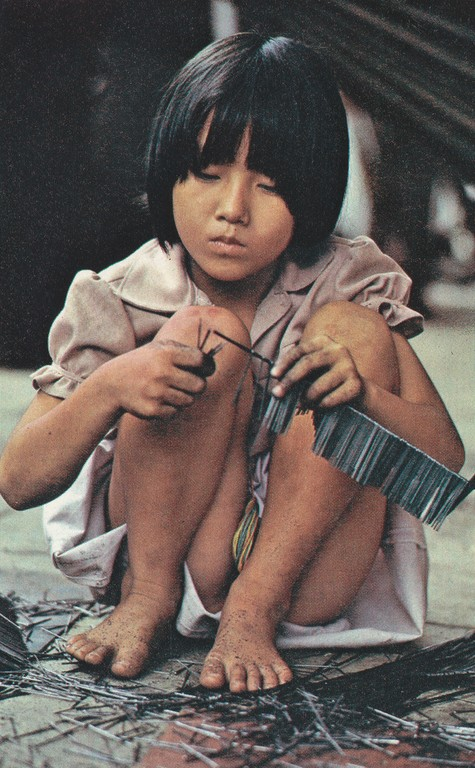 National Geographic Nov 1979 Young girl Asiatic Hong Kong refugee