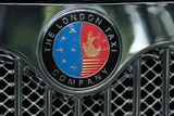 Ecusson voiture the London taxi Company brand car luxe Tokyo Japan
