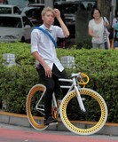 Single speed Fixed-gear bicycle bike fixie Tokyo street Japan Fashion Young man