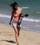 Sexy girl with Canon 5D lens camera walk on the beach 精機光学研究所