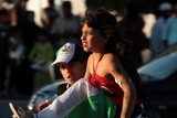 girl and boy top of the car abu dhabi national day 40th anniversary uae Enfant moche