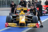 Renault F1 team mecanicians Abu Dhabi grand prix United Arab Emirates