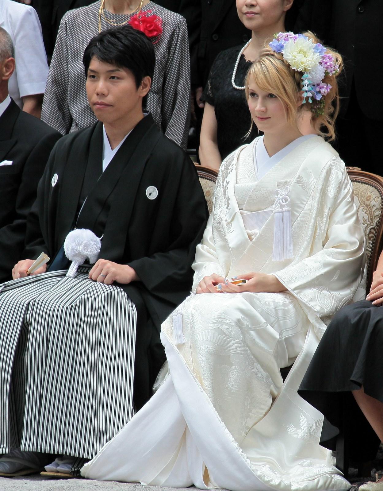 Couple mixte 神前式 mariage traditionnel Japaonais parc Yoyogi Tokyo 東京 Japon