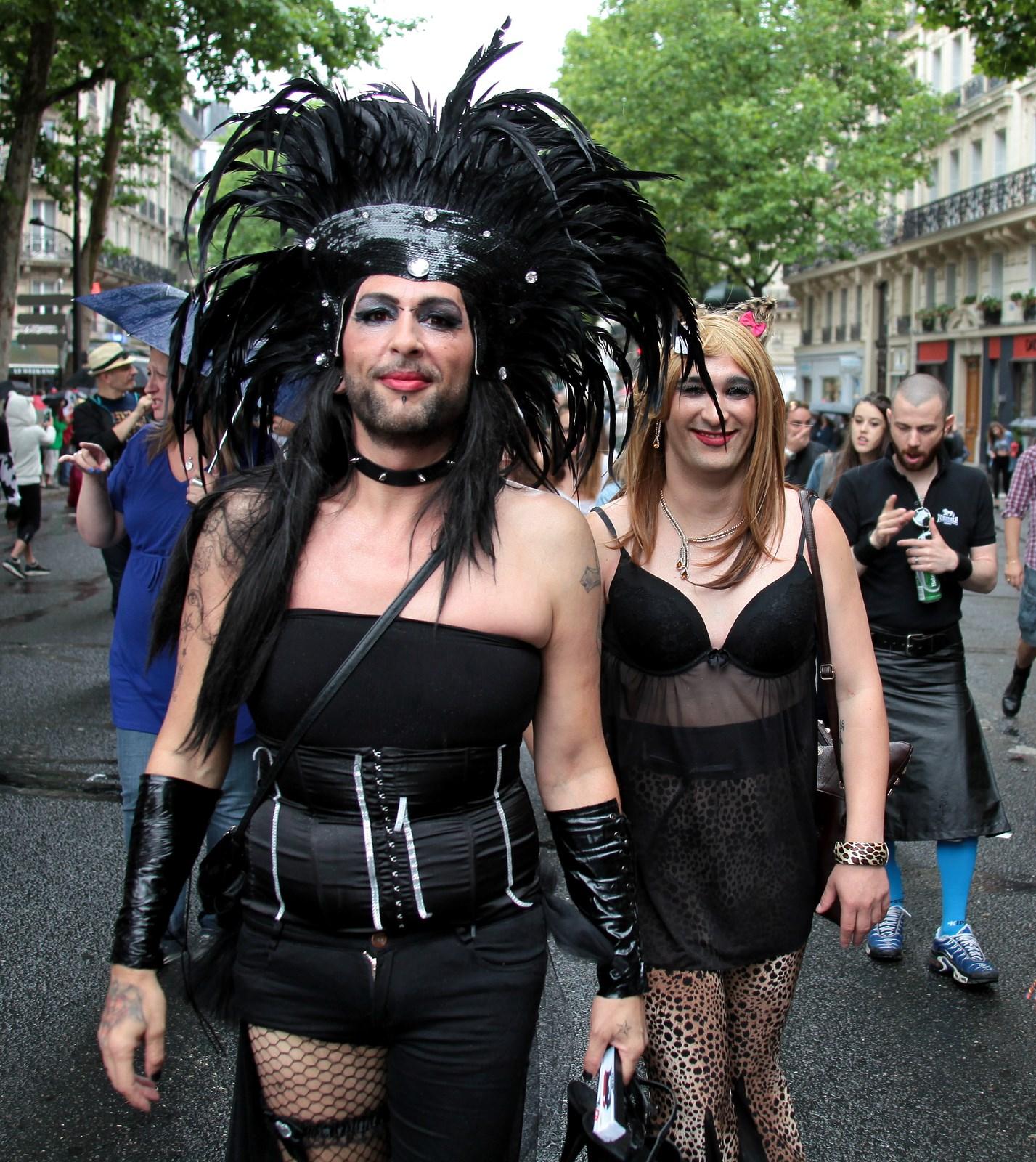 rencontre gay disneyland paris à Créteil