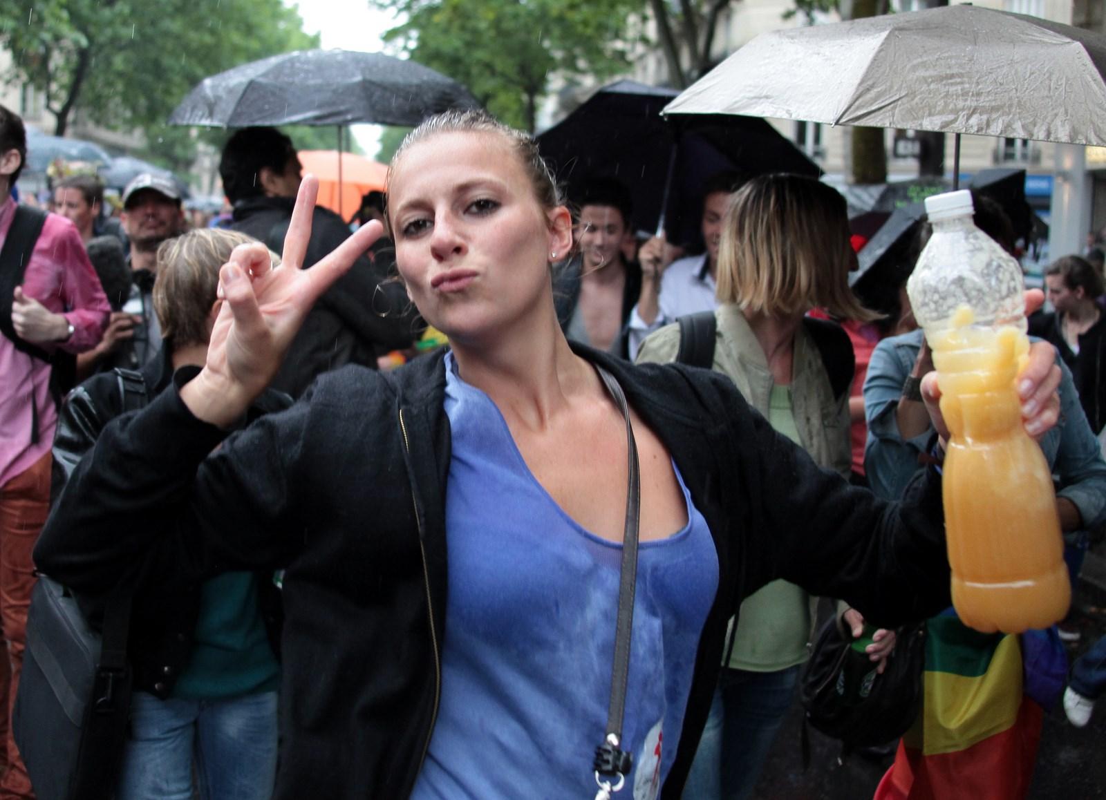 rencontre gay disneyland paris à Les Sables-dOlonne